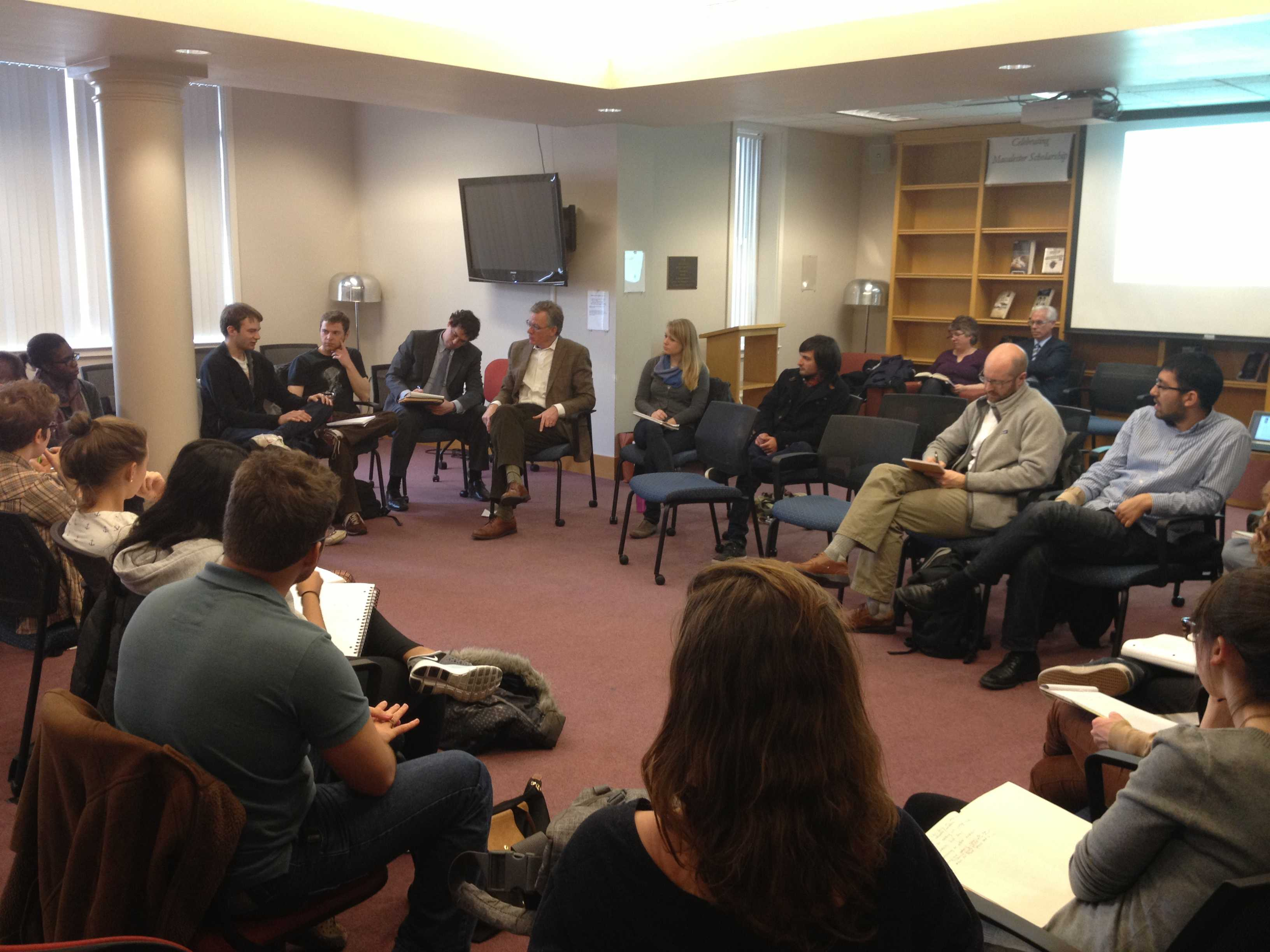 Round table discussion students - St Paul Mayor Chris Coleman Visited Campus Monday For A Roundtable Discussion With