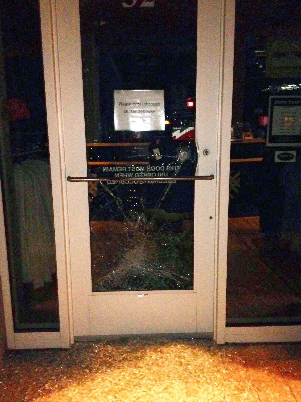 The door to the Highlander suffered extensive damage after the attempted break-in Sunday night. However, by the next day the glass had been replaced. Photo by Joe Klein '16.