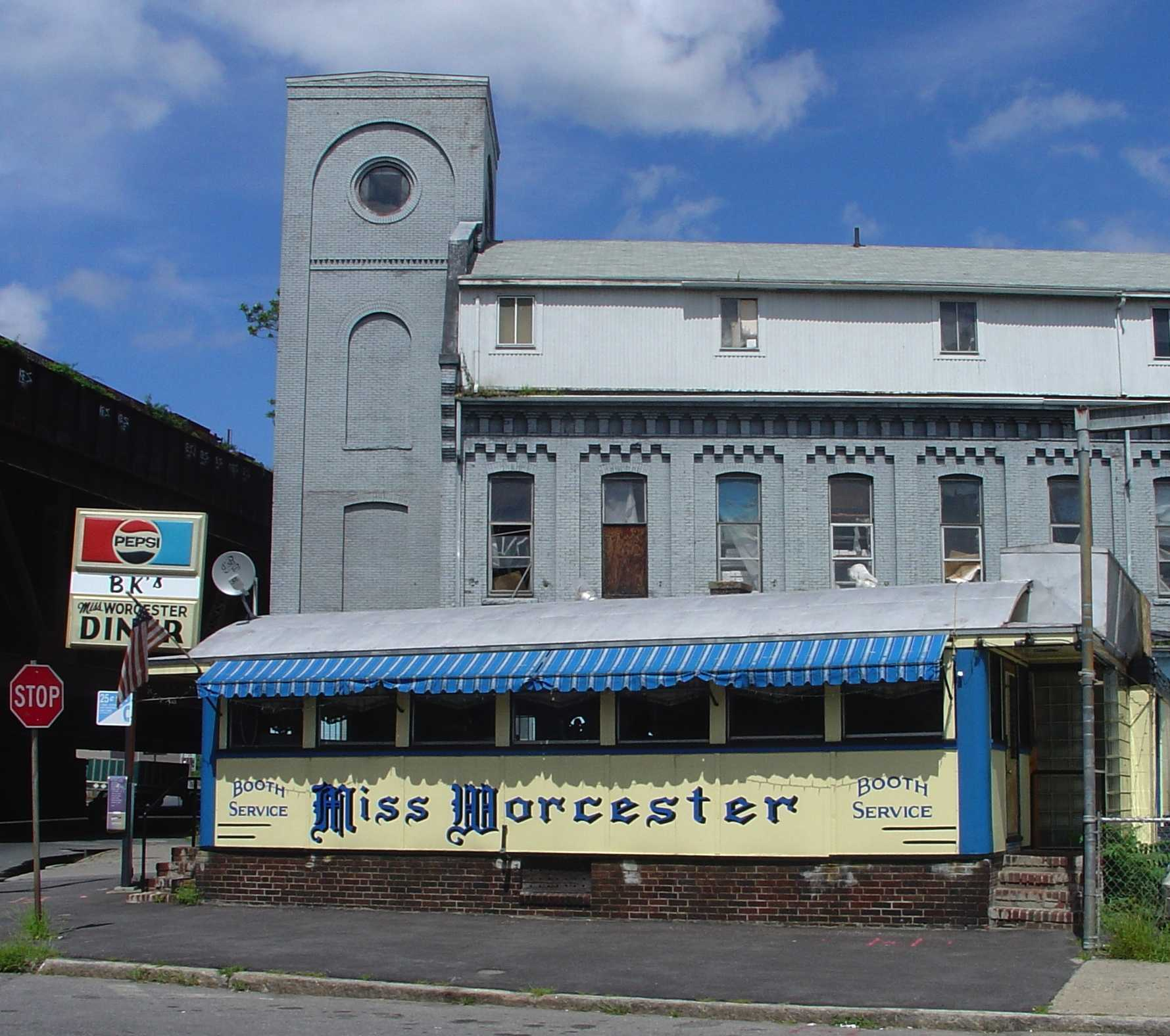 The Miss Worcester diner in Worcester, Massachusetts.  Photo by Elizabeth Thomsen and posted to Flickr under fair use.