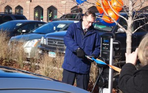 CFO David Wheaton cuts the ribbon for Macalester's new electric vehicle (EV) charging system. The station, found outside of the Janet Wallace Fine Arts Center, was the result of a federal grant and an Xcel Energy grant paying for the new campus feature. Photo courtesy of The Daily Piper.