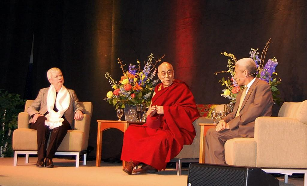 His Holiness the 14th Dalai Lama visits Macalester, speaks to over 3,500