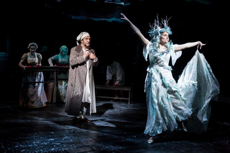 A Mid-Christmas night's dream// Review of A Christmas Carol at Guthrie Theater