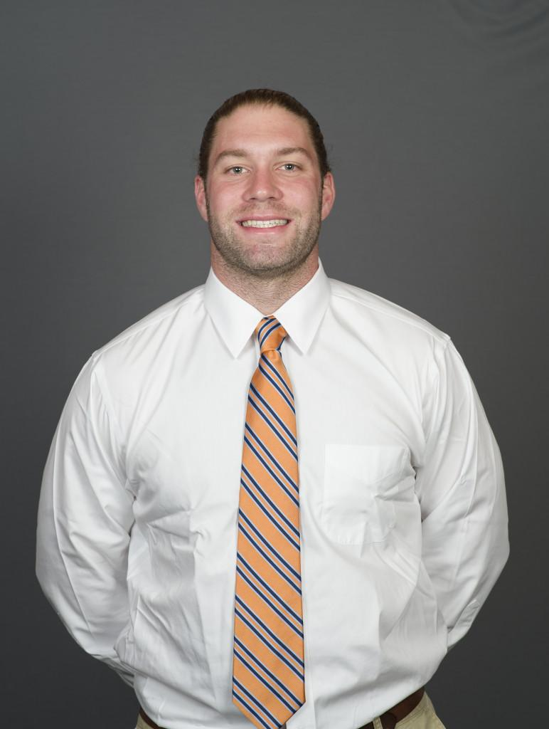 Coach+James+Rosenbury+draws+equally+on+his+energy+and+enthusiasm+and+on+his+experience+as+a+football+player+and+coach+as+he+leads+the+dynamic+Macalester+special+teams+unit.+Photo+courtesy+of+Macalester+Athletics.