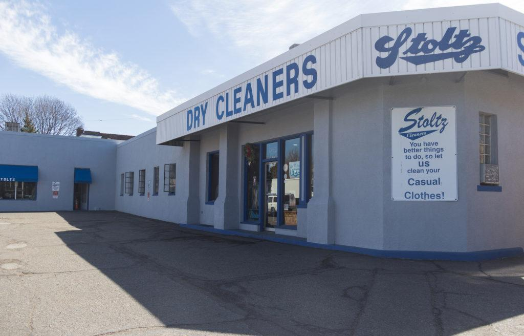 Stoltz+Cleaners+sits+on+the+intersection+of+Snelling+and+Grand+Avenue+and+until+recently+was+a+property+prospect+for+the+High+Winds+Fund.+The+High+Winds+Fund%E2%80%99s+interest+in+the+property+ended+after+their+environmental+review+found+petroleum+pollution+and+toxic+dry+cleaning+chemicals.+Photo+by+Josh+Koh+%E2%80%9918.