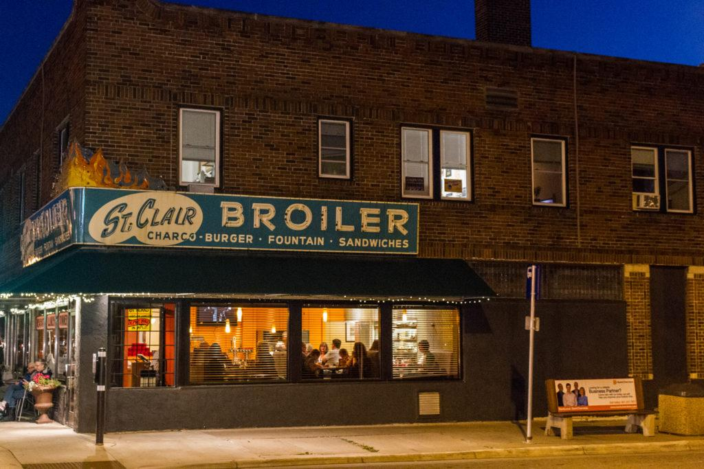 The St. Clair Broiler, on the corner of St. Clair Avenue and Snelling Avenue, will be closing at the end of the month. Photo by Noah Zwiefel '19.