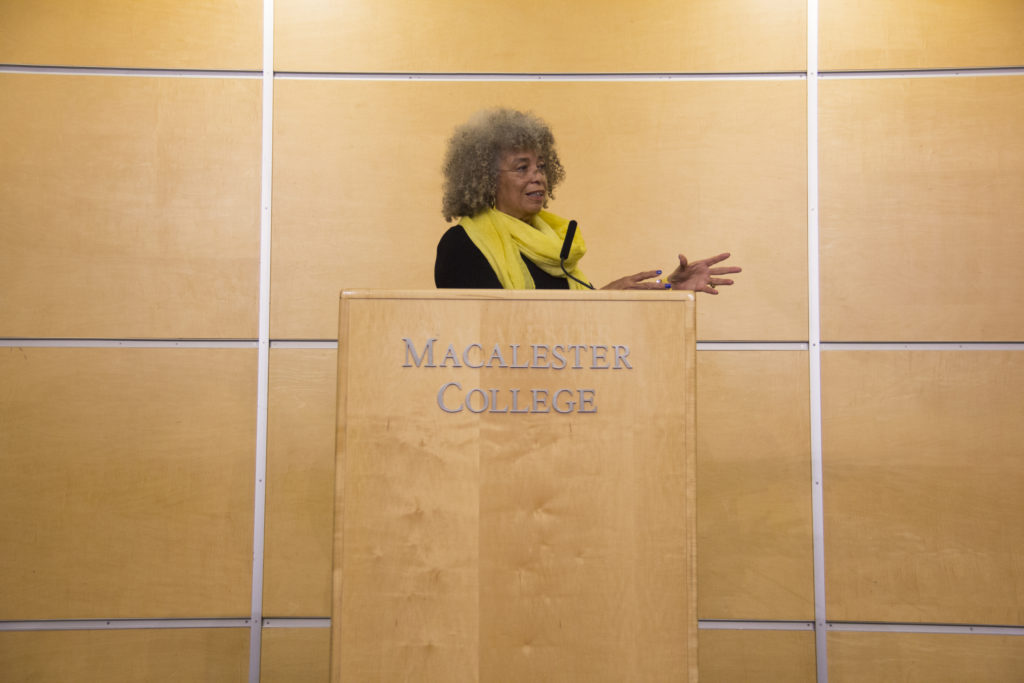 Angela Davis speaks in Kagin Commons. Photo by Josh Koh '18.