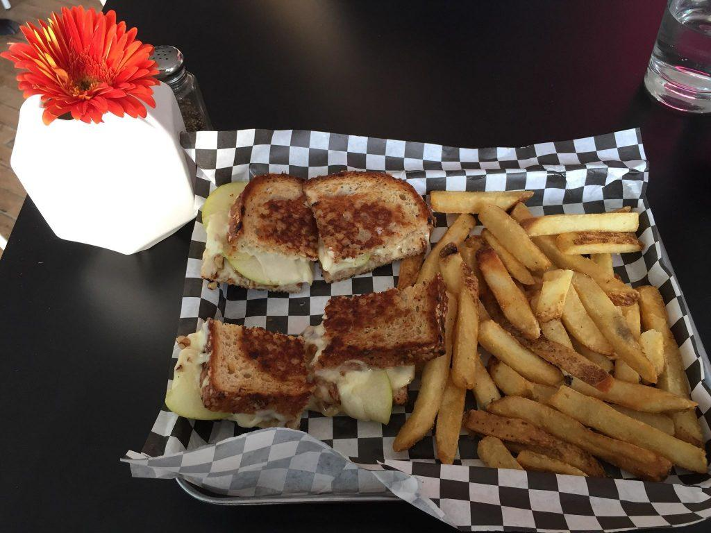 All Square: Ex-inmates serve grilled cheese at new restaurant