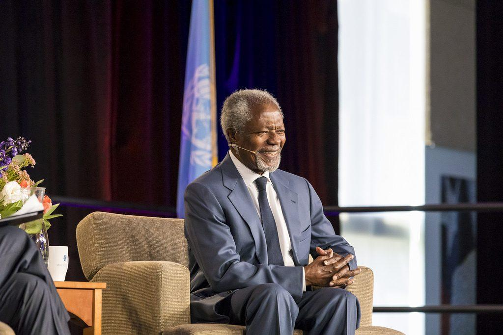 Kofi Annan '61 in coversation with President Brian Rosenberg at the Leonard Center in May. Annan died in August, leaving a towering legacy at his alma mater. Photo courtesy of Macalester Communications and Marketing.