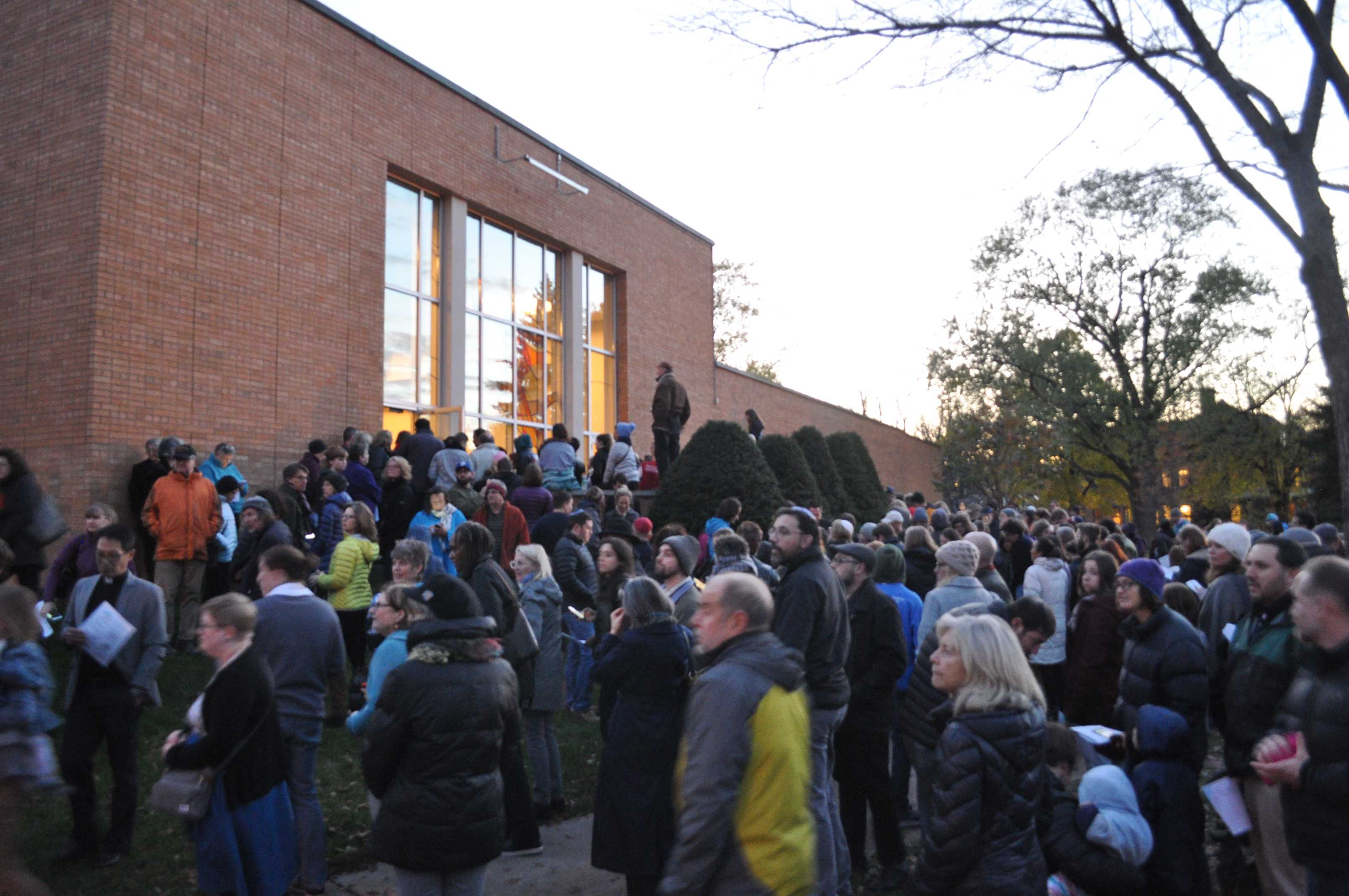 Crowd gathers outside Mount Zion Temple for interfaith vigil after anti-semitic attack kills 11. Photo by Malcom Cooke '21.