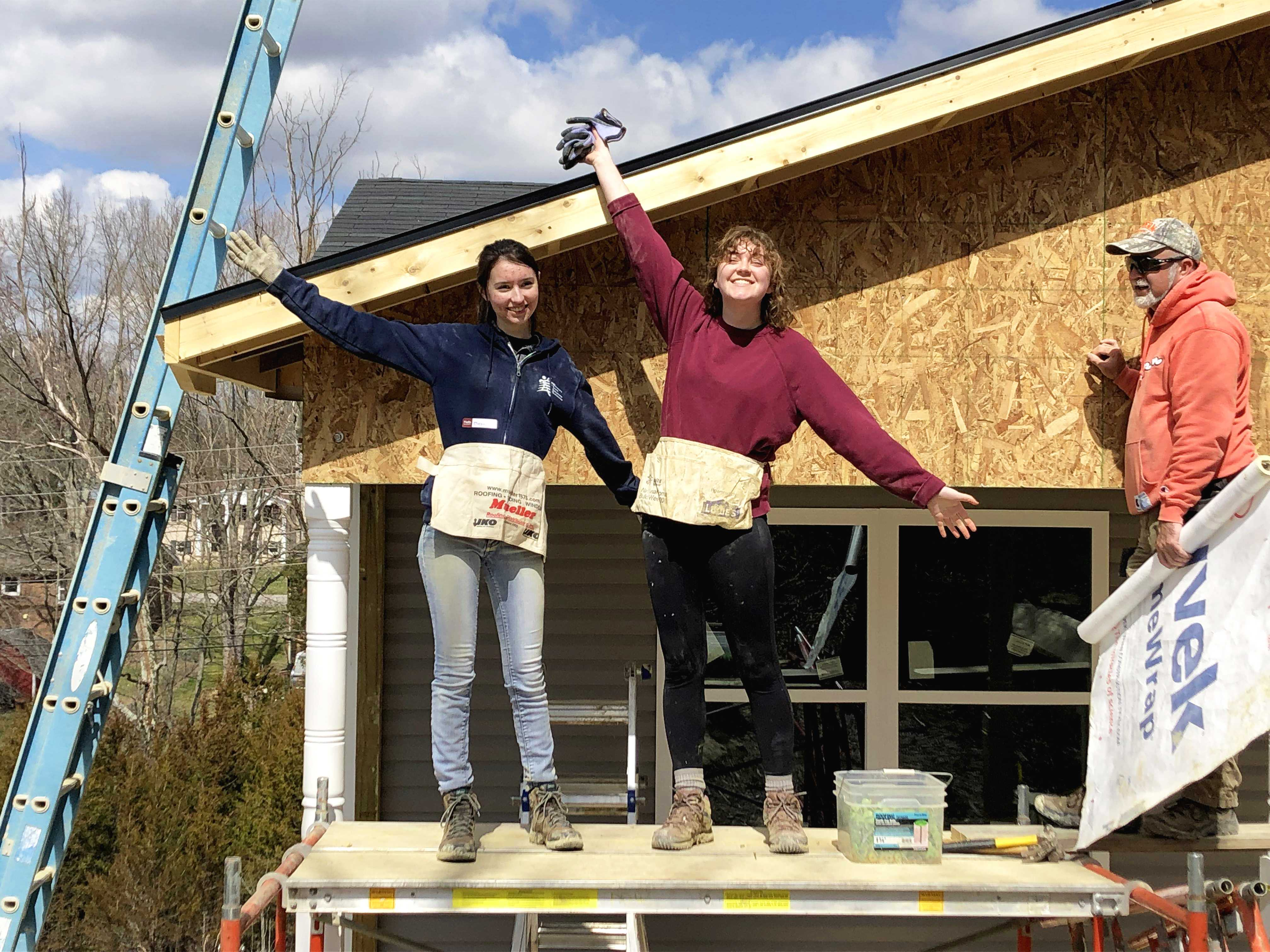 Miranda Moulis '22, Emily McPhillips '19 on a scaffold at the Habitat for Humanity build. Photo by Malcolm Cooke '21.