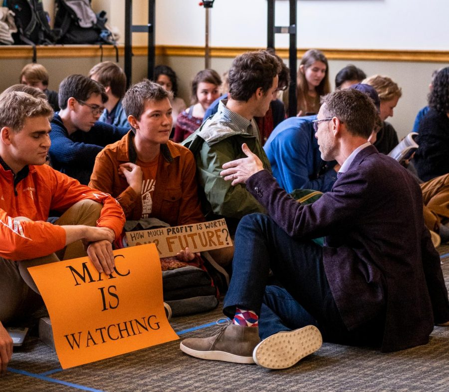 Member of the Board of Trustees Seth Levine '94 speaks with students at the Fossil Free Mac sit-in on Friday, Oct. 4. Photo by Kori Suzuki '21.