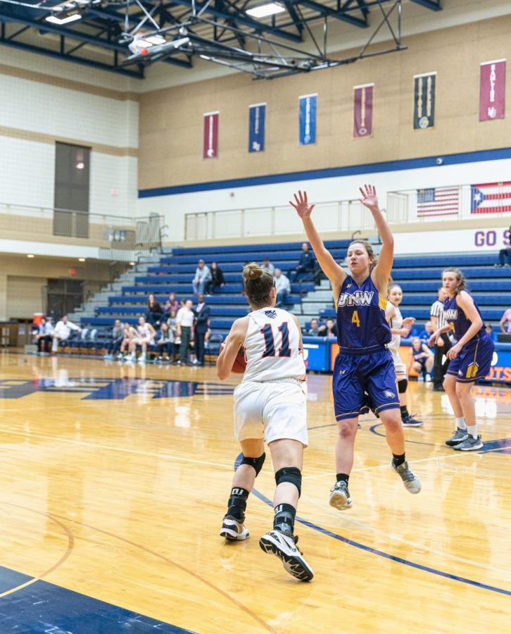 Macalester+Women%27s+Basketball+faced+off+against+the+University+of+Northwestern+on+Tuesday%2C+11%2F19.+Photo+by+Owen+Pearlman+%2723.