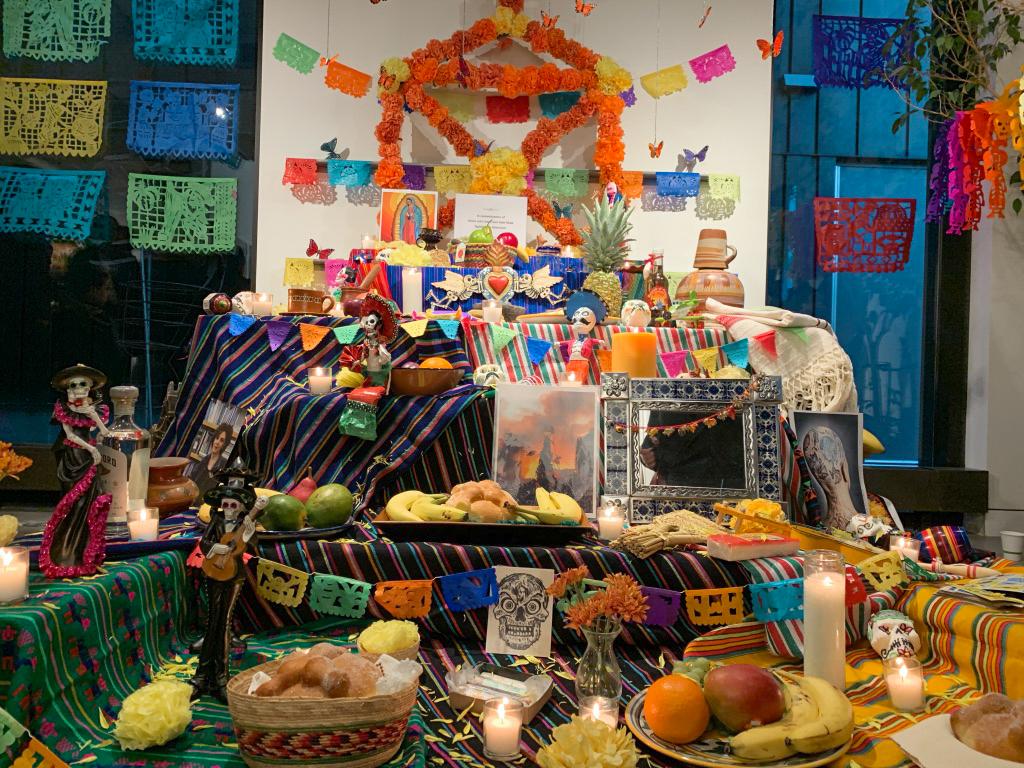 Día de los Muertos altar. Photo by Isabel Saavedra-Weis '23.