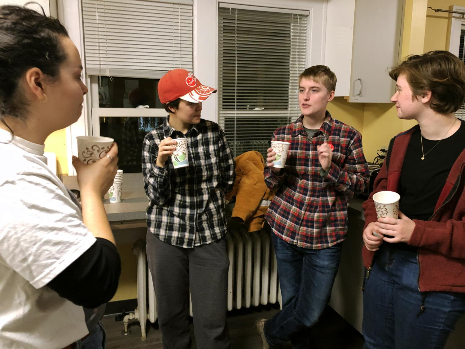 Zoe Allen '22, Daria Chamness '21, Erin Webb '21 and Teddy Holt '22 chat and drink swamp tea in the Cultural House kitchen. Photo by Lily Denehy '22