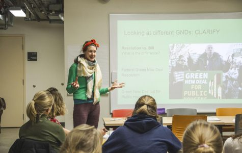 MN350 hosts informational session on proposed Green New Deal. Photo by Celia Johnson '22.