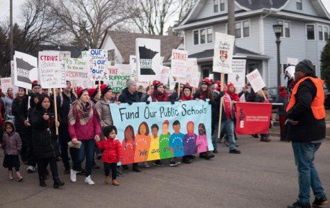 Mac community mobilizes to support St. Paul educators strike (+photo story)