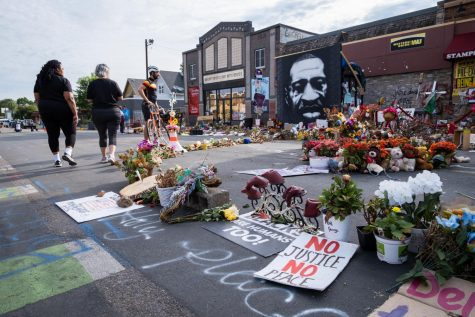 In the weeks since four former Minneapolis police officers murdered George Floyd at E 38th St. and Chicago Ave., community members have transformed the intersection into a memorial. Kori Suzuki for The Mac Weekly.