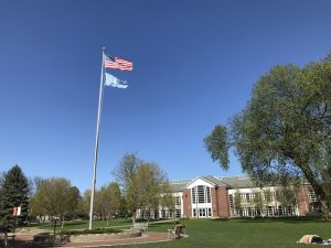 Macalester flies both the US flag and the UN flag on Old Main Lawn. Photo by Hannah Catlin '21