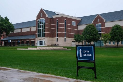 COVID testing sign in front of the Leonard Center in September. Photo by Malcolm Cooke
