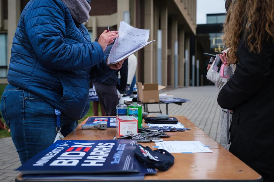 Volunteers+hand+out+Biden+signs%2C+buttons+and+masks+at+Sen.+Elizabeth+Warren%27s+stop+at+Macalester+on+Sunday.+Photo+by+Kori+Suzuki+%2721.