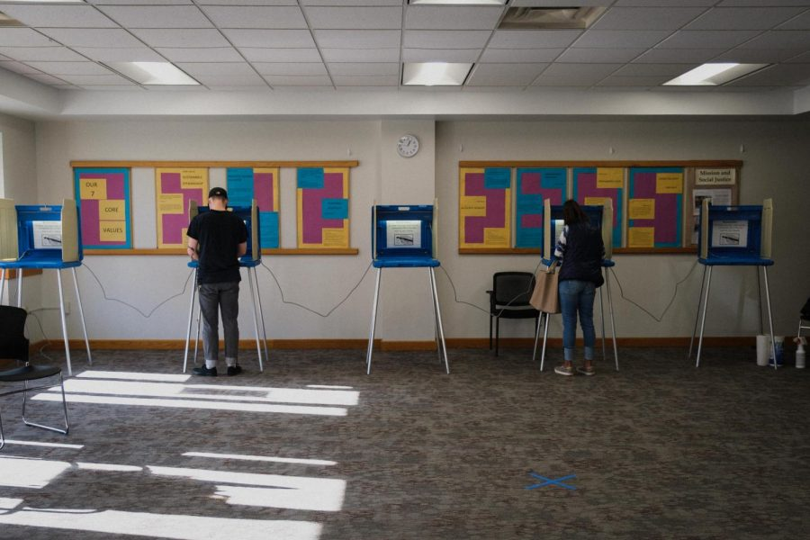 Voters fill out their ballots at Macalester Plymouth United Church on Election Day, November 3, 2020. Photo by Kori Suzuki 21.