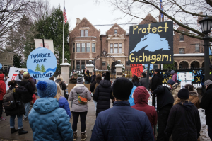 Hundreds gather outside the Minnesota governor's residence to protest the Minnesota Pollution Control Agency's approval of water crossing permits for the Line 3 project. Photo by Kori Suzuki '21.