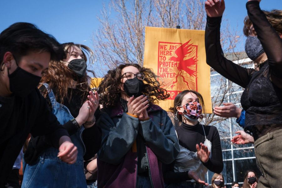 Protestors danced to a performance by the River Rats at a demonstration against Macalester's investment in Enbridge Energy. Photo by Kori Suzuki '21.